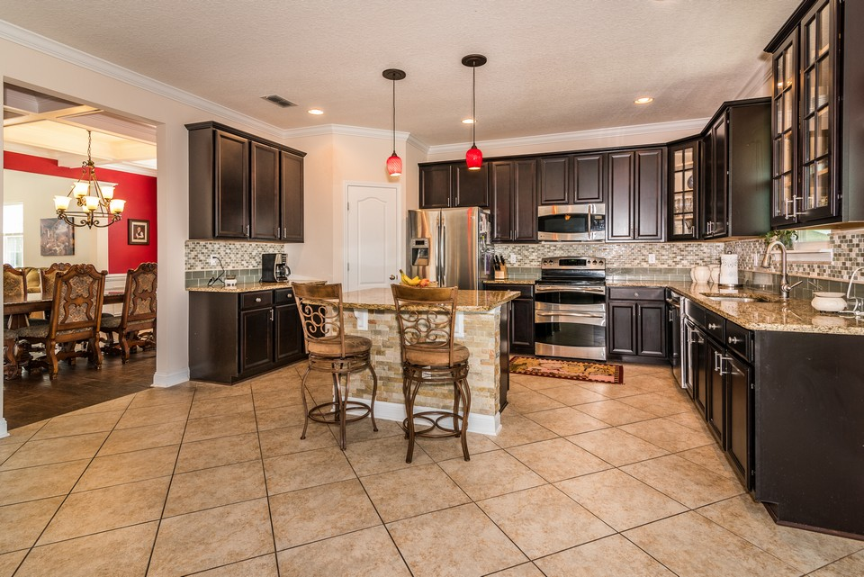gourmet kitchen with granite, stainless steel appliances